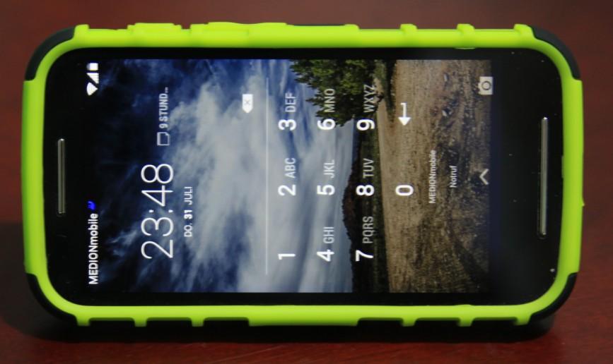Mein neues Handy mit grüner Sturzschutzhülle, fotografiert mit der Spiegelreflex